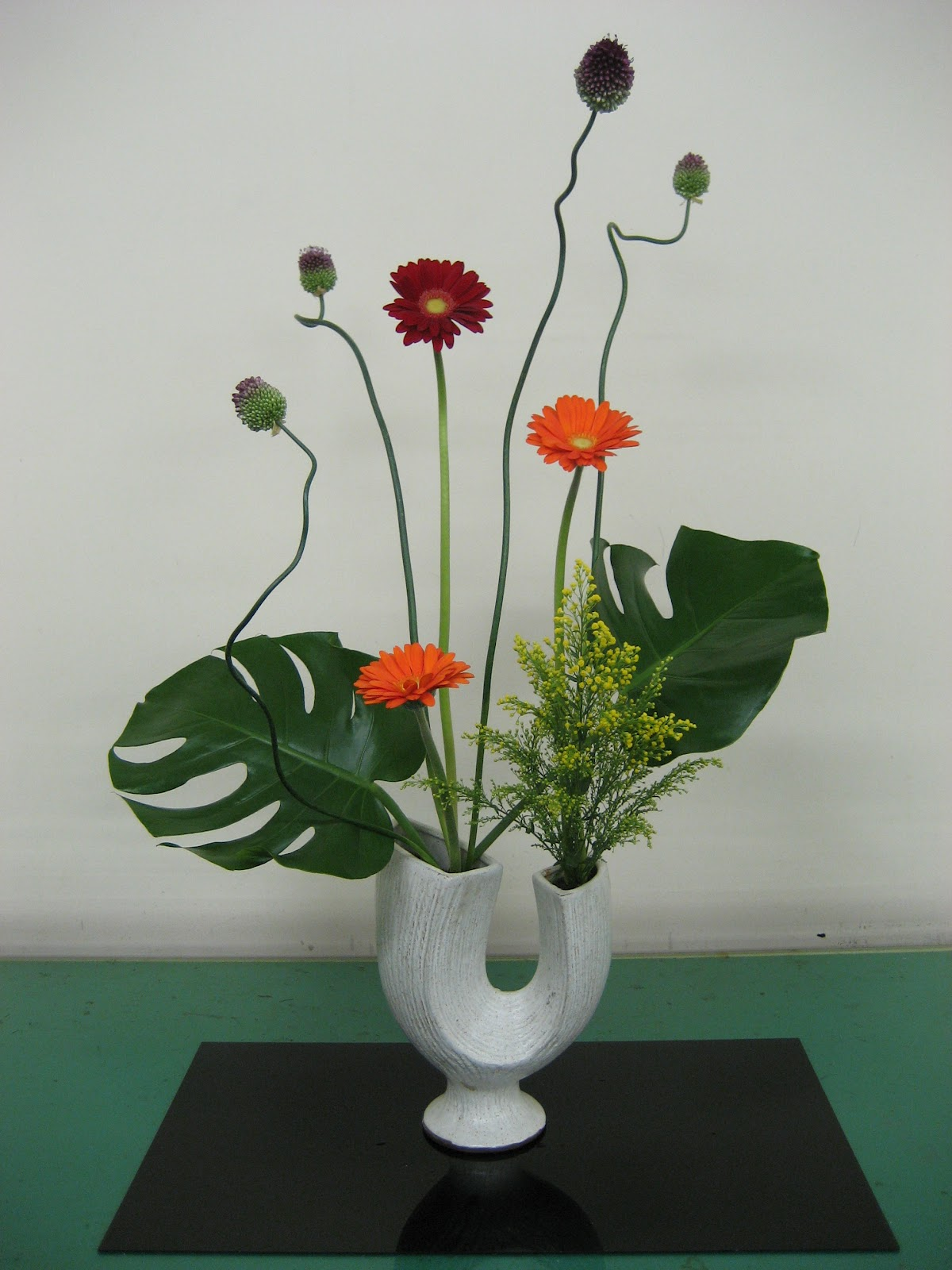 ikebana Ikebana - flower arranging while flower arrangement for many people in the west consists of symmetrically arranging flowering plants in a vase, japanese ikebana (literally 'flowers kept alive') is a lot more complex.